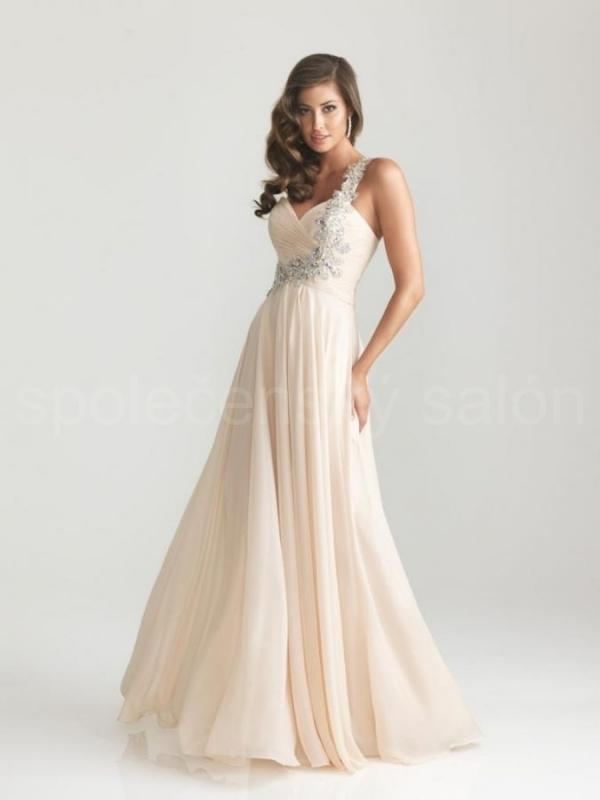 champagne pudrové dlouhé společenské šaty šifonové - plesové šaty ... 7d143f2d8a9
