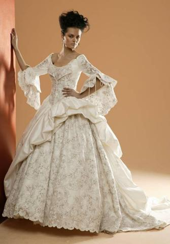 krajkové svatební šaty královské