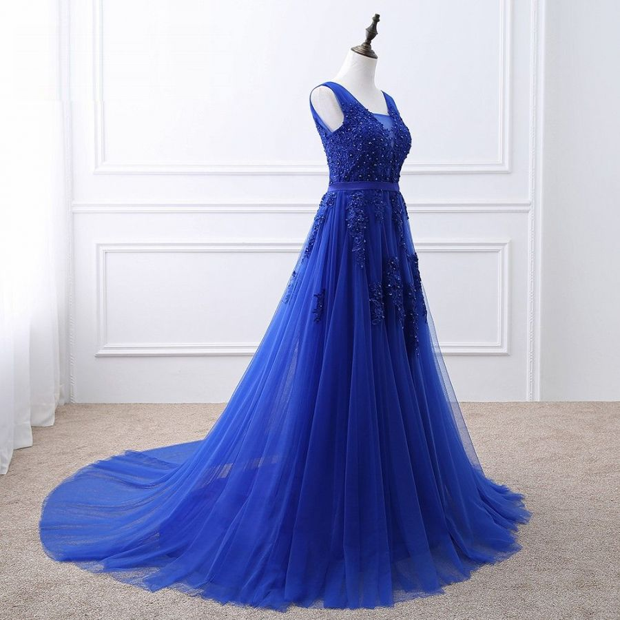 ... královsky modré společenské šaty krajkové na ramínka tylové. plesové  šaty » skladem plesové » M-L ... 91d3e4ed1c5