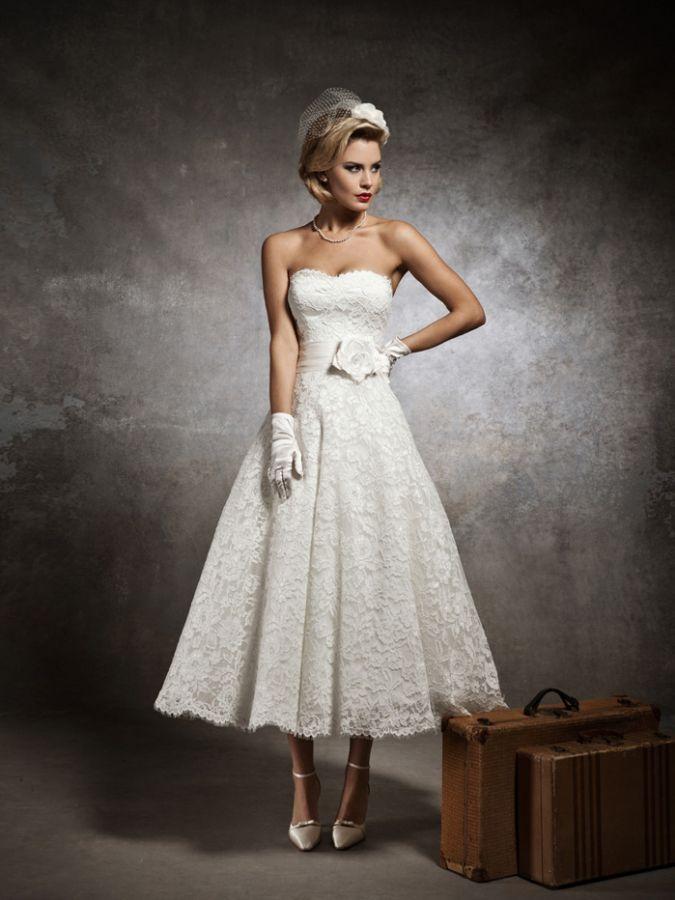 90b3f4cd780 Bílé svatební šaty skladem m l svatební šaty skladem do 5000kč