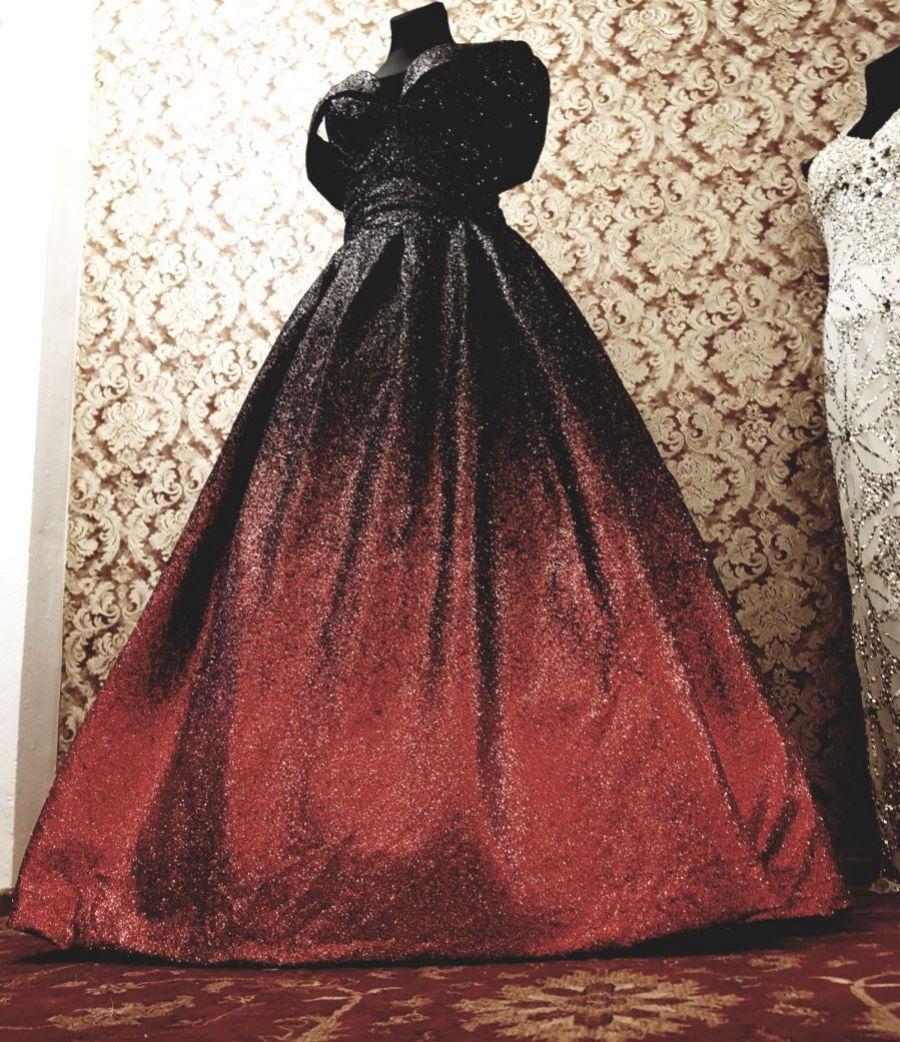 c6d9d2a186b1 luxusní zářivé třpytivé plesové šaty večerní na ples červenočerné ...