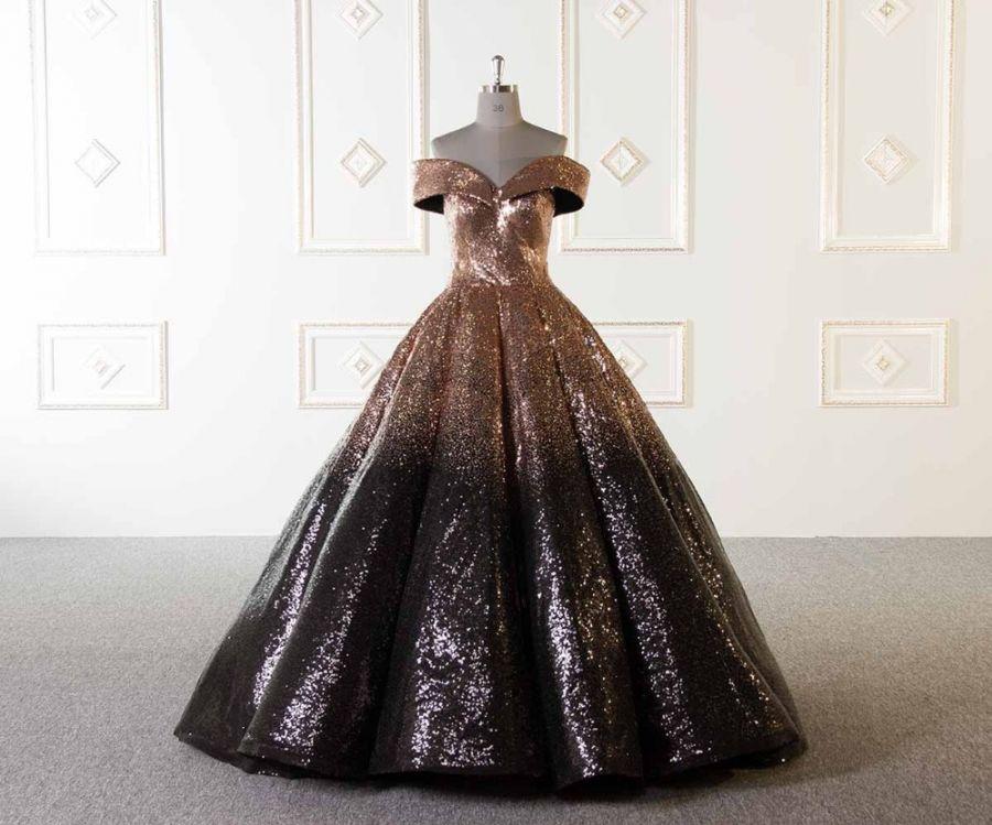 d0d6535db880 luxusní zářivé třpytivé plesové šaty večerní na ples zlatočerné ...