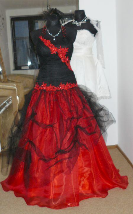 e8d2ec528562 Vampiresa plesové šaty červenočerné - plesové šaty